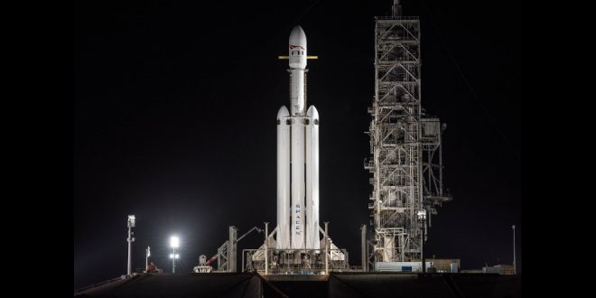 SpaceX Falcon Heavy on the launch pad