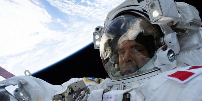 David Saint-Jacques on his first spacewalk
