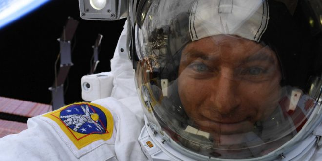 David Saint-Jacques is enjoying the view on his spacewalk