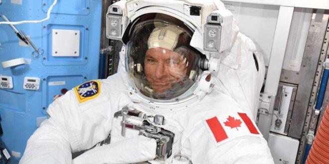 David Saint-Jacques spacesuit check