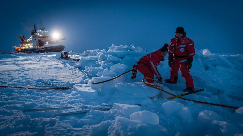 MOSAiC scientists setting up camp in the North Pole. Photo by Stephan Hendricks.