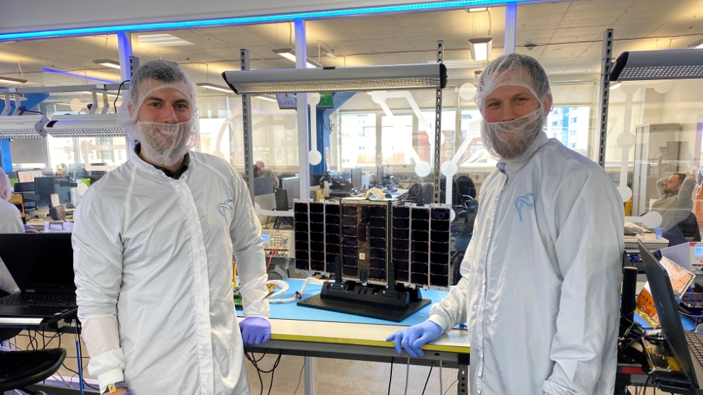 From @SatAppsCatapult on Twitter - Introducing IOD-5 TARS, posing with Chris, our Head of Access to Space, and Jared, @keplercomms's Head of Satellite Programmes and Launch, integrated ready for its upcoming launch!