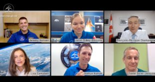 Minister François-Philippe Champagne talks to Canada's astronauts